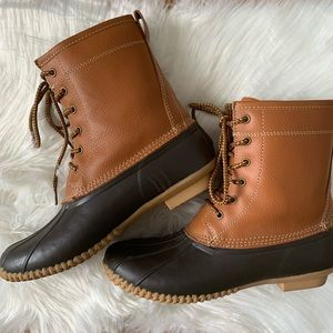 Merona Duck Boots Leather & Man made Upper Size 9